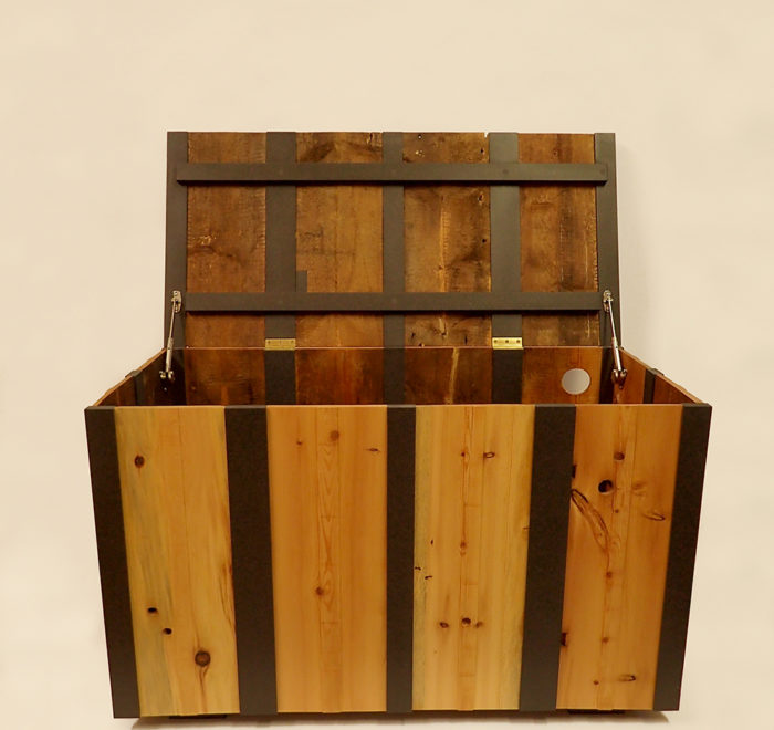 Douglas fir and valchromat chest open