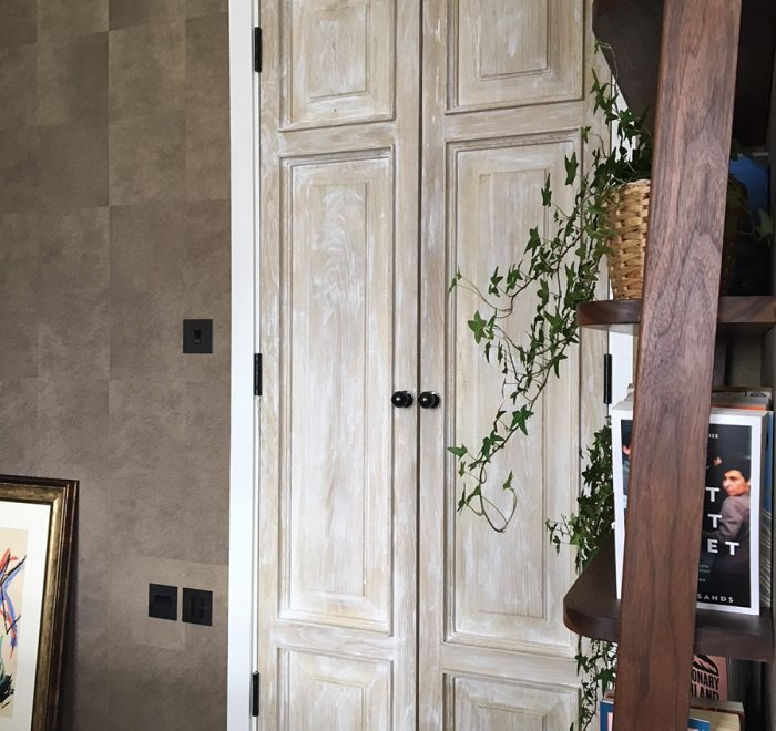 Distressed oak panelled doors