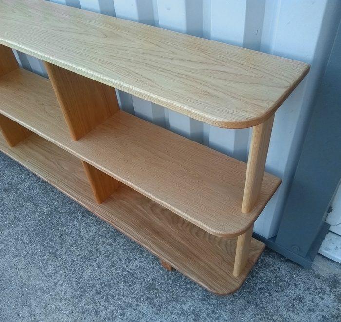 Oak bookshelves detail
