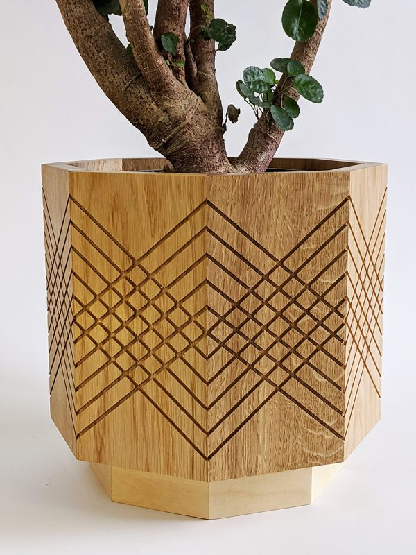 Large indoor planter pot - oak detail